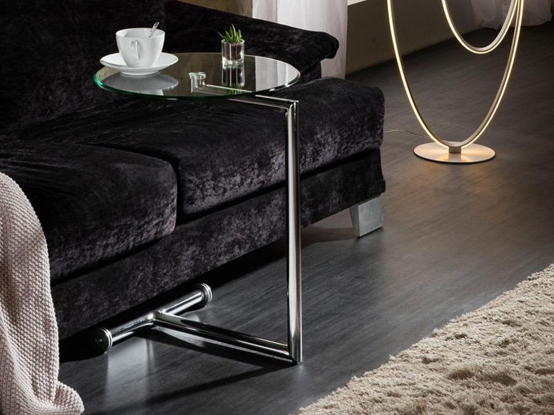 A Rodes kisasztal 268172 remek választás a kanapé vagy fotel mellé, amelyen italunkat és/vagy telefonunkat szeretnénk könnyen elérhető formában tárolni.