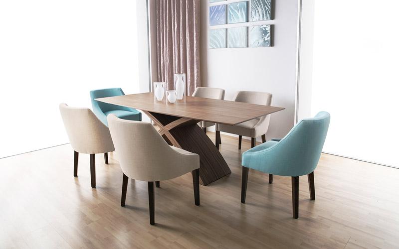 Zanzibár szék karszék változatban is megtalálható nálunk.