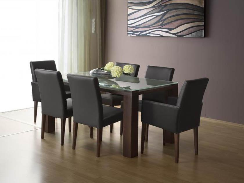 Power étkezőasztal és Málta szék a MAX City lakberendezési bevásárlóközpontban.