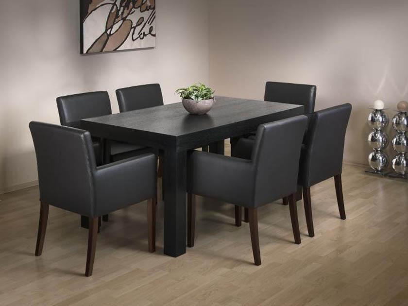 A Hool étkezőasztal és a Velnece karszék egysége.