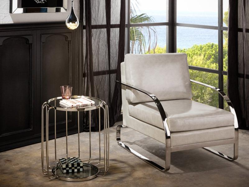 A Hadas fém kisasztal 296243 kerek formájú, üvegből készült asztallappal rendelkező, acél kisasztal, fényes kivitelben.