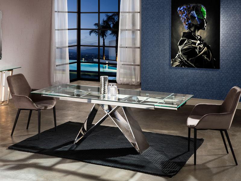 A Mika bővíthető üveg étkezőasztal és Aloha karszék csillogást visz a szürke hétköznapokba.