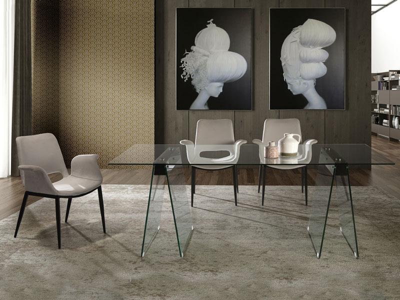 A Mirna üveg étkezőasztal és Makia karszék az Ön otthonában is jól mutatna.