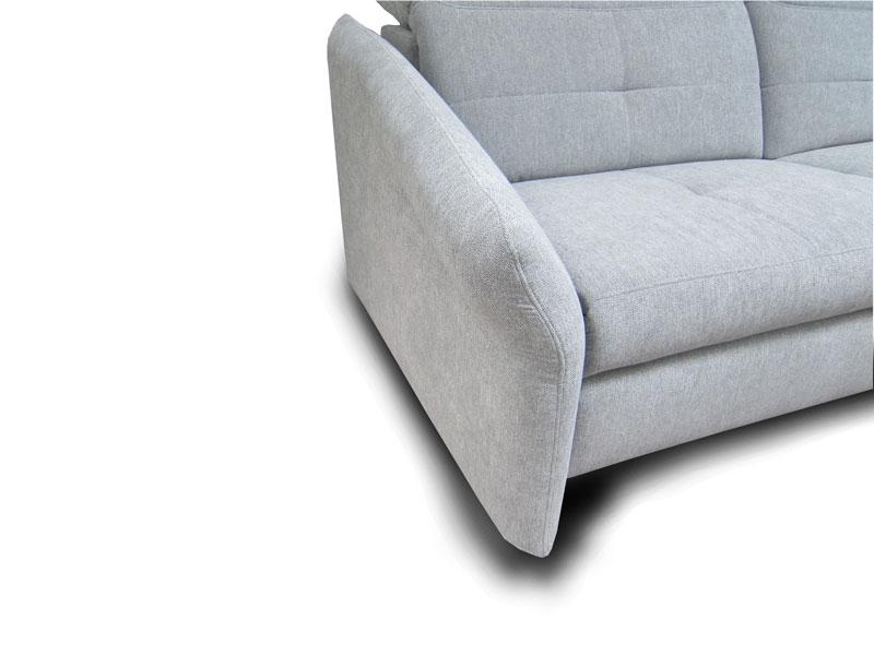A Milano ülőgarnitúra F karfája keskeny, lekerekített változat láb nélkül.